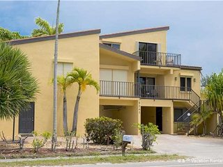 Casa Bella Manor 'A+B' - 4 Bed / 4 Bath - Just Steps to the Beach