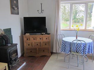 KATES COTTAGES KINVARA Village 1-bedroom Studio Cottage for Two.
