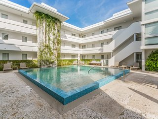 1-Bedroom Contemporary Apartment Near the Beach