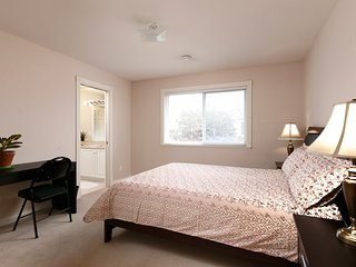 Comfortable Room Close to Richmond Hospital - Suite 203