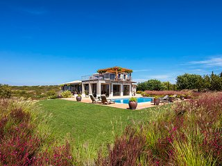 Quinta dos Caneiros , Luxury 4 bedroom villa, sleeps 10, Ocean views, walk to be
