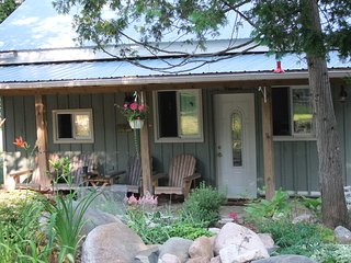 The Little Nuthatch Retreat Cottage Rental & Bed and Breakfast