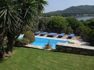 Villa Madag - A Luxury Villa in Koukounaries