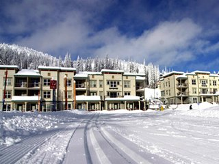Mountain's Calling - Prized Location - Affordable Studio Slopeside - Sleeps 4