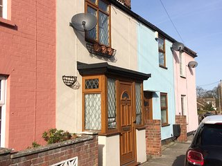 Cosy dog friendly cottage close to Lowestoft sandy beach