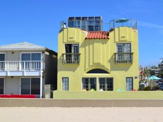 BeachFront with Rooftop Deck and Gorgeous Views, Hermosa Beach