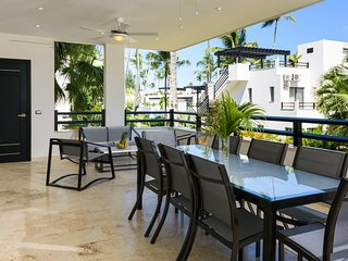 Fully equipped three-bedroom condo in beachfront complex (K6)