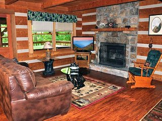 Private, Secluded 2 Bedroom Cabin with View | 1.5 Miles to Downtown Gatlinburg