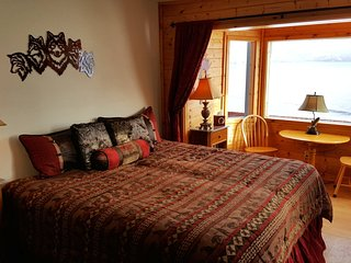 Deluxe Bay View #6 /FREE BREAKFAST/ Bay & Mountain Views/ Tours available, Seward