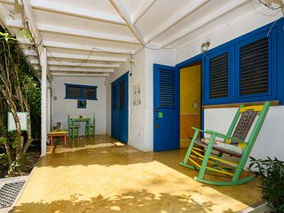 Bungalow Few Steps From The Beach,  sleeps 4 - no car needed!