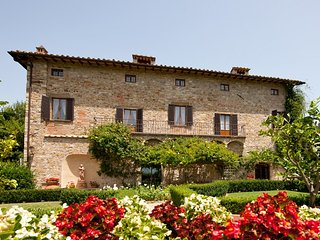 Villa Lucia in Chianti is right in the heart of Tuscany, the ideal location for