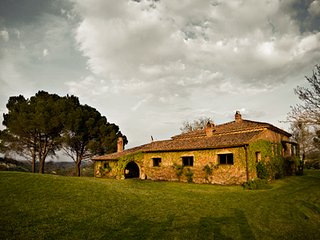 Charming XIX century house for rent in the heart of Tuscany, it can host 8 peopl