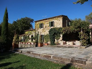 This charming villa in Tuscany is ideal for those looking for holiday acommodati