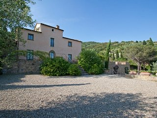 This villa with pool near Cortona in Tuscany can accommodate up to 8 people and