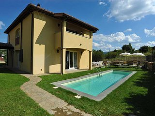 Villa Smeralda is a jewel of the emerald Tuscan countryside. It is the perfect v