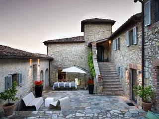This exclusive and luxurious villa in Chianti affords 5 bedrooms, dining room, 2