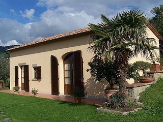 This small yet charming villa is situated in Cortona and it is ideal for small f