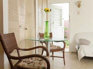 Economic 1 bedroom apt, near airport & beaches  hi