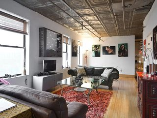 Beautiful Bright 4 Bed Artist Loft!