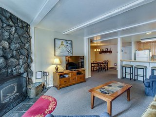 Spacious condo with shared hot tubs, pools, sauna, and access to ski areas!, Mammoth Lakes