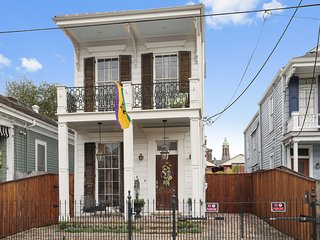 Steps from Magazine..Lower Garden District Luxury with Home Theatre!