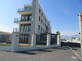 Side View van Longbeach Flatgebouw van Beach Road