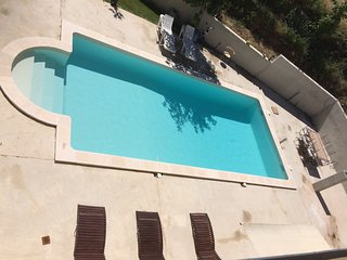 Villa avec grande piscine 11*5 m  privée au calme absolu 4-8 PERSONNES
