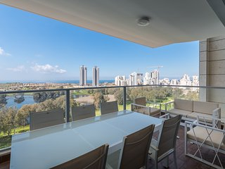 Apartment by the water with sea view, Netanya