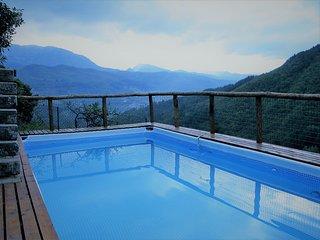 Alfredo, private pool stunning mountain views.WIFI