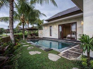 Villa Sri, Kedewatan