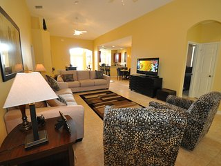Villa 1081-Luxury 4 bed villa,Private Pool, Gated Resort,Wi-Fi,10 mins to Disney, Kissimmee