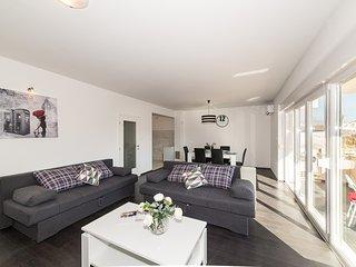 Luxury 2BR Apartment with Terrace in Kastela between Split and Trogir, Kastel Novi