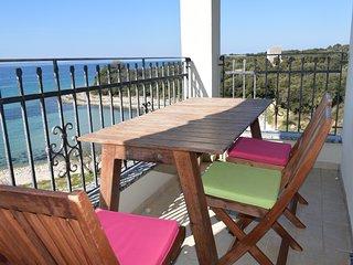 Charming 2 bedroom apartment, 20m from the beach, Kozino