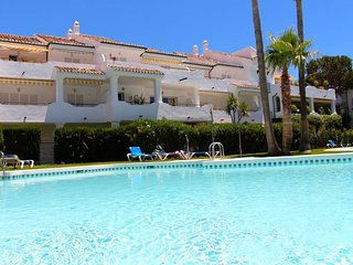 Beachside  cosy apartment 2 bedrooms family friendly close to Puerto Banus