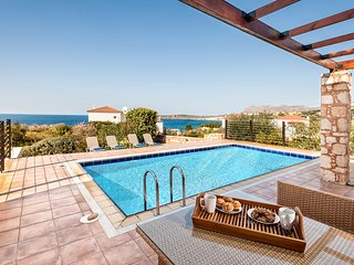Superb Villa next to beach with swimming pool and sea views, Akrotiri
