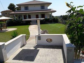 Nel Verde della collina Abruzzese a due passi dal mare appartamento i girasoli, San Vito Chietino