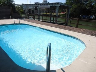 1+ Block To Beach, 10 minute walk to Times Square, Pool, Canal, 1-2BR, Fort Myers Beach