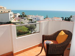 2 Bedroom Apartment with Lovely Sea Views and free air con and wi-fi