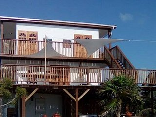 Beachfront Home Perfect for Large Groups!, Caye Caulker