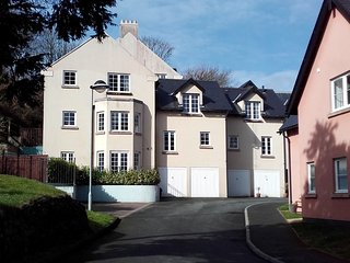HOLIDAY APARTMENT - The Retreat, 29 Rhodewood House, Saundersfoot