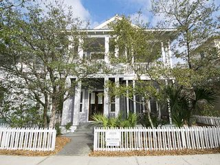 4 Bedroom Home in Seagrove! Book This Home for the Vacation of a Lifetime!