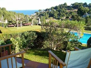 Townhouse with two bedrooms and sea view-garden and pool-C16, Begur