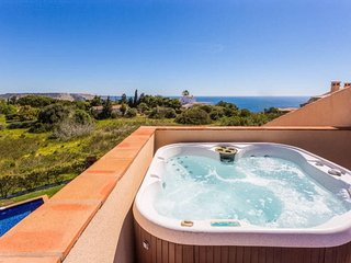 Mar da Luz apartment with hot tub and sea view