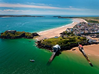 Luxury Tenby 3 bedroom garden apartment yards from the beach and town