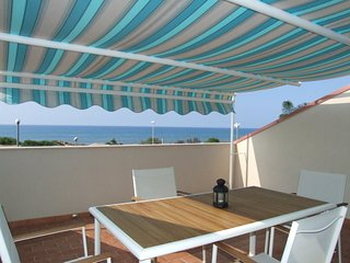 Apartment with sea front terrace and breath-taking view, only 30m by the sea, Santa Maria del Focallo