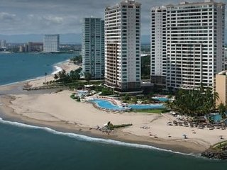 Luxury Apartment with hot tub on 15th floor in Grand Venetian Puerto Vallarta
