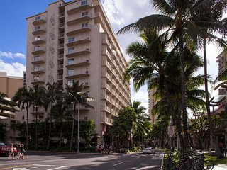 Waikiki Beach Walk 2 Bedroom with outdoor pool and sundeck, hot tub and beach
