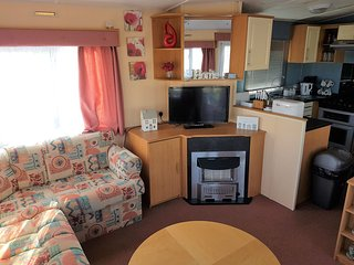 Poppy Caravan - Gold Plus Grade - Double Glazed and Central Heated 8 Berth, Clacton-on-Sea