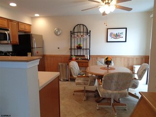 3 bedroom, 2 BR, Corner Property, 2 short blocks to the beach!! Wifi included, Ocean City