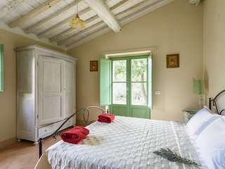 Villa Castello Roccolo - Tuscan Borgo With fabulous views, Perfect for 6 guests, Castiglion Fiorentino